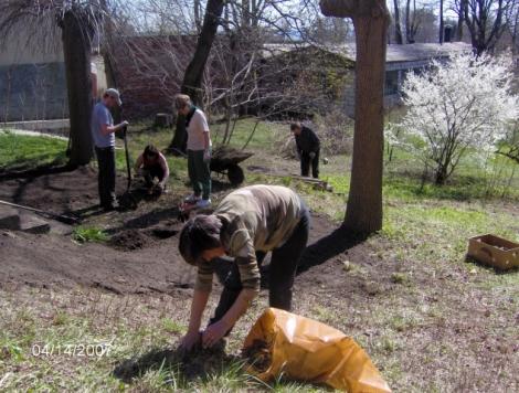 Porządkowanie ogrodu parafialnego
